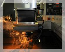 型彫り放電加工機